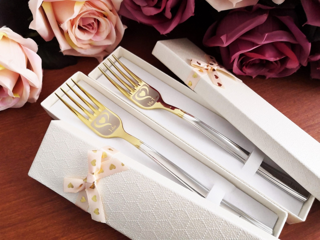 Two forks in giftboxes for wedding cake